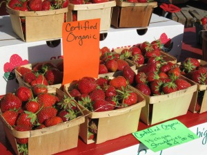 organic-strawberries-at-the-market